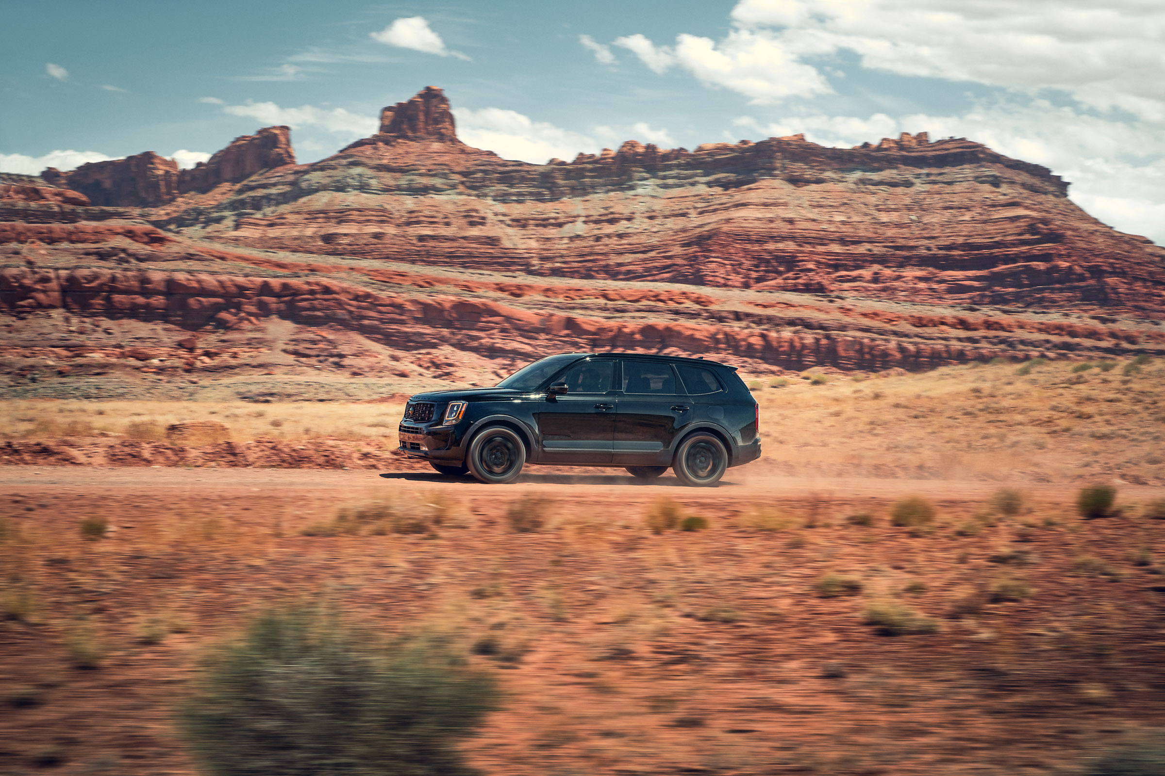 Kia_Telluride_Black-Action_02_rgb_def1