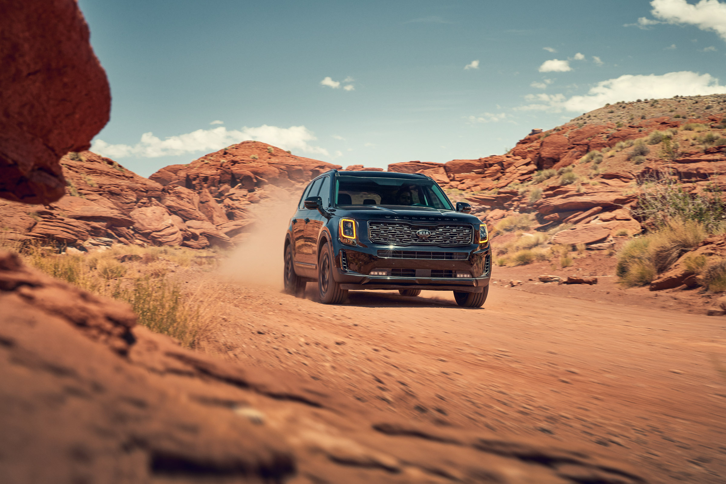 Kia_Telluride_Black-Action_03_rgb_def1
